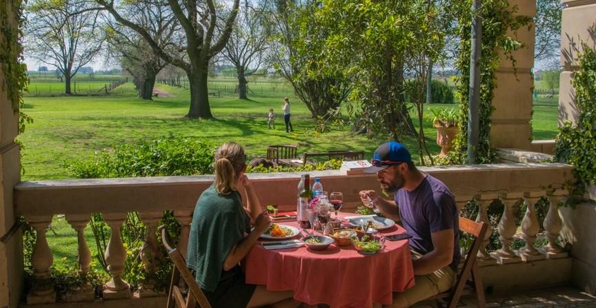 Seis propuestas al aire libre y con buena gastronomía, a un paso de la ciudad