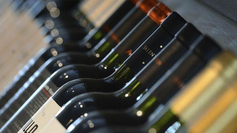 Podrías tener una fortuna en tu casa sin saberlo: esto cuestan los vinos más valiosos en Argentina